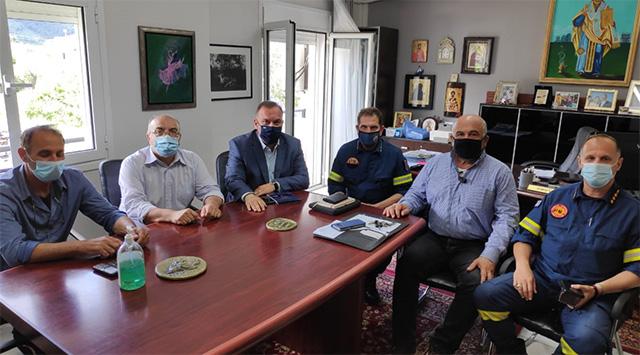 Συνάντηση-του-Δημάρχου-Θάσου-με-τον-Συντονιστή-Επιχειρήσεων-Κεντ.-Μακεδονίας-και-ΑΜΘ-της-Πυροσβεστικής