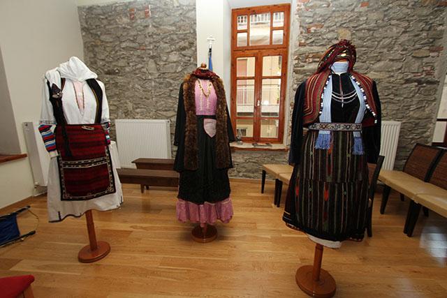 Έκθεση-με-ελληνικές-παραδοσιακές-ενδυμασίες-του-ΛΕΚ