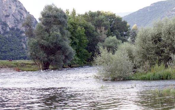 Αγνοείται-21χρονος-που-βούτηξε-στον-ποταμό-Νέστο