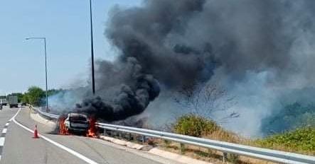 Πυρκαγιά-σε-όχημα-που-κινούνταν-στην-Εγνατία