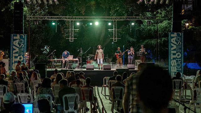 Το-πολυπολιτισμικό-στοιχείο-του-cosmopolis-festival-διασκορπισμένοσε-κάθε-γωνιά-της-Καβάλας