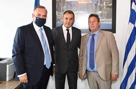 Ο-Ν.-Παναγιωτόπουλος-στα-γραφεία-του-Δημοτικού-Λιμενικού-Ταμείου-Θάσου